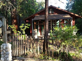 The Historic Stansfield Cabin with Wi-Fi