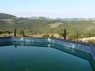 Luxurious country house with Jacuzzi and stunning views of the Umbrian hills