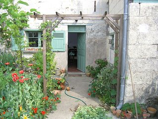 Typically French cottage with modern confort bordering the Loire River.  WIFI