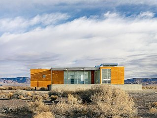 A Modernist Desert Retreat In The Middle Of Nowhere