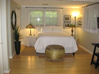 4 miles from Dulles. Beautiful Private Suite of Rooms.