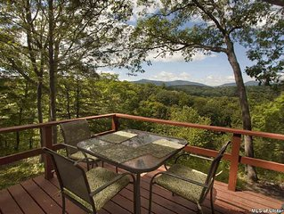 Spectacular Mountain Views, Glorious Fall Foliage at Comfortable Home in Woods