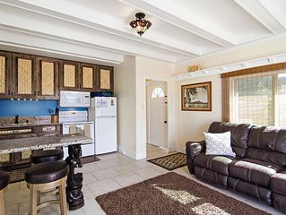 3 Bed Home by North Shore Beaches (Top Floor) w/AC