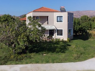 'Perivoli' House A, family friendly spring and summer holidays