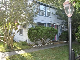 Congress Street Cottage - Easy walk to beaches, restaurants, and shopping!