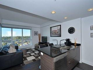 Modern Sub-penthouse Condo with Amazing Views!