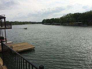 Waterfront Family-friendly Lake House On LBJ -- Awesome Upper And Lower Decks