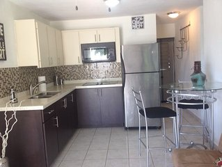 Cozy 2br Sleep 6t/Tourist Area/Step from Beach, 3 min to Airport with parking