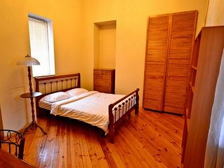 Excellent 2 Bedroom Apartment Right In The Centre