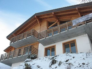 Luxurious ski chalet. Hot tub, sauna, boot room, boot  sleeps 12!