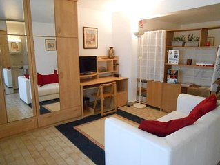 35m2 apartment on garden 10 minutes from Paris in detached house