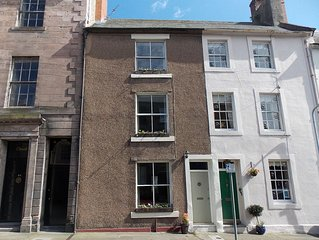 Georgian Grade II Listed Town House Short Walk To Beach