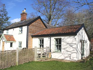 Candlers Cottage - Holiday Home, ideal for exploring Norfolk & Suffolk.