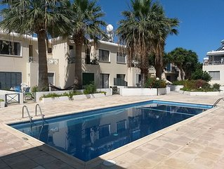 Near The Beach, Private Garden, Communal Pool, Sleeps 4 Free Wifi