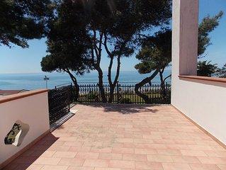 Villa Clara, splendida direttamente  sul mare con stupendo giardino
