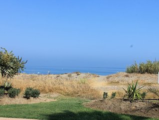 2 Bedroom Family Apartment With Seaviews,  Walk To The Beach And Amenities