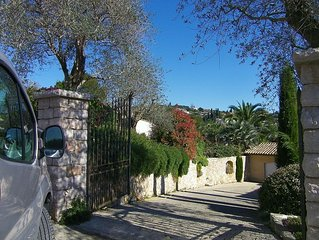 Beautiful comfortable holiday Villa with pool walking distance from Biot Village