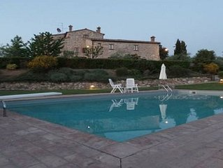 Appartamento con piscina in borgo nel Chainti