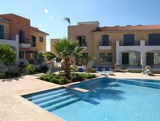 Luxury 3 Bed Villa: 2 Private Roof-Terraces, Sea Views. 3 Lovely Communal Pools