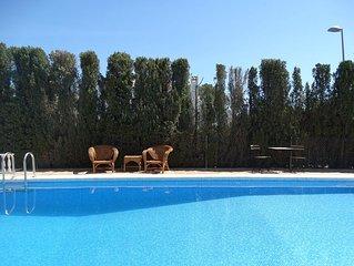 Chalet con gran parcela , piscina y wifi