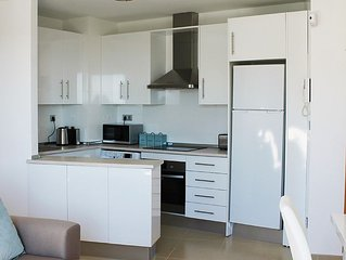 5* Rated Luxury Apartment~Free WiFi~AirCon~Close to Beach~Walk to Restaurants