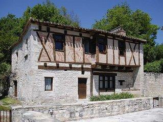 Maison Troglodyte renovee dans le style medieval