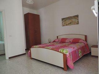 Appartamento con camera da letto soggiorno con divano letto angolo cottura bagno