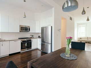 Deluxe 3 Bedroom, 2 Bathroom Brownstone Duplex - Conveniently located