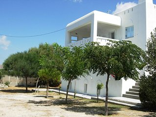 A Functional Three Floor Villa with a Great View in a Sheltered Veranda
