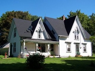Anne of Green Gables style historical farmhouse, private,serene, close to beach