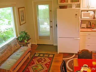1br Apt. Overlooking Ravine In Clintonville