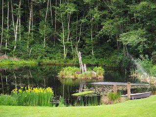 Studio in the woods overlooking Pond
