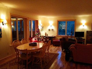 Spacious & peaceful waterfront cottage 25 minutes from Tremblant