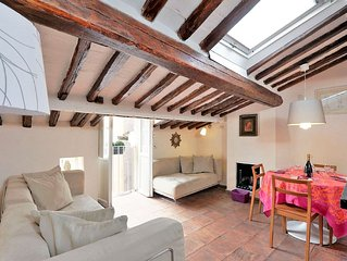 Rome Centre Vacation Rental steps to Trevi Fountain Newly Renovated FREE WIFI