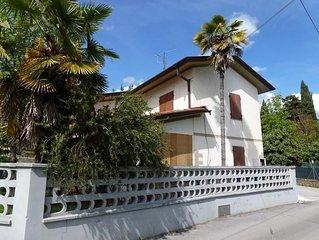 Schone Villa mit Privatem Garten. Strand  5 km entfernt. 4 Schlafzimmer 2 Bader