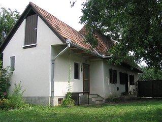 Schönes, attraktives Bauernhaus in ein Dorf in der Nähe der Berge und Felder