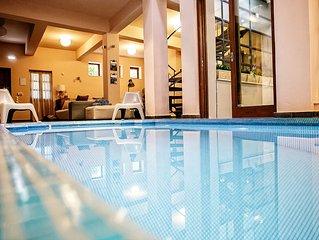 VILLA MELITI: Indoor pool, down town