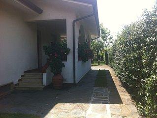 Tuscany Versilia villetta con giardino a Capezzano Pianore a 2 km da Pietrasanta