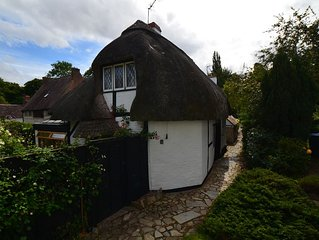 17th Century Thatched Cottage 1 mile from Stratford Upon Avon