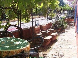 Saint-Raphael : Deux pieces en rez de jardin, proche plage et centre ville.