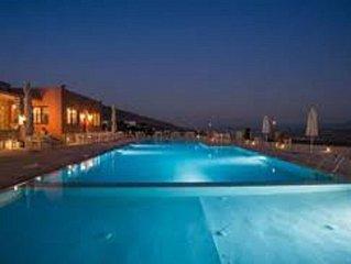 A louer 2 pieces en Crete avec piscine en bord de mer en residence de luxe