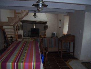 Maison en pierres avec jardin, 2 chambres, 4 personnes, toute équipée