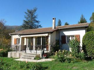 Location Villa independante avec jardin mediterraneen entre mer et montagne