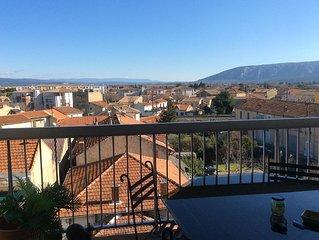 Appartement au 4eme etage avec vue sur le Luberon et le Mont Ventoux