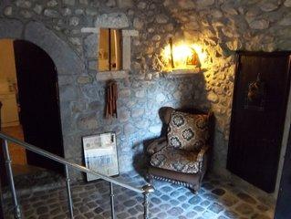 Maison ancienne de caractere tres bien restauree dans RUOMS - zone pietonniere