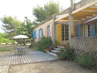 Sud-Luberon Maison fleurie, tranquille, petite piscine, terrasses, dans un bois