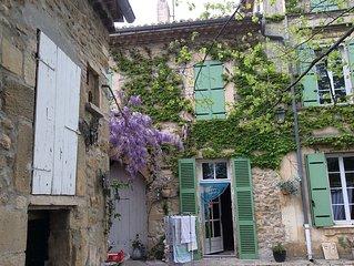 Maison de caractère centre village CHAMBRE D'HÔTES
