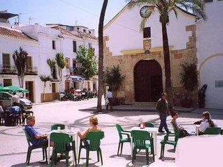 Petite maison blanche typique dans village andalou a 9 km de Marbella plage