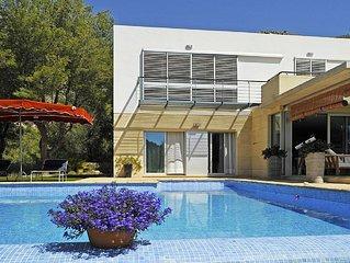 Contemporary Villa with mountain views