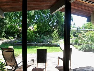 Sunny Palo Alto Home on Tree-lined, Family Friendly Circle, close to Stanford U